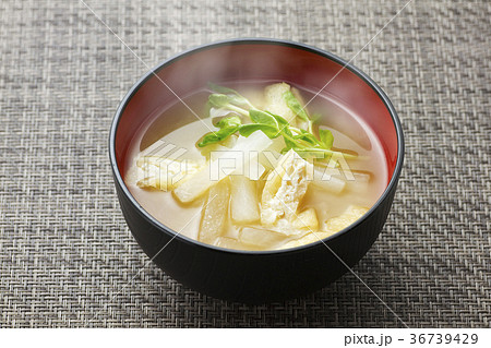 大根 と 油揚げ の 味噌汁