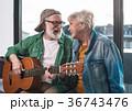 ギター カップル 二人の写真 36743476