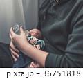 育児 男性 乳児の写真 36751818