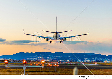 飛行場の着陸 36790832