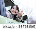 運転する女の子 36793605