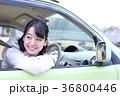 運転する女の子 36800446