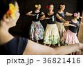 人物 女性 フラダンスの写真 36821416