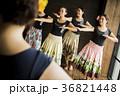 人物 女性 フラダンスの写真 36821448