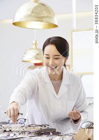 感情 東洋人 笑顔 36834203