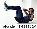 筋トレをするミドル男性 日本人 36855126