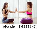 ヨガ 女性 フィットネスの写真 36855643