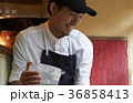 人物 男性 スタッフの写真 36858413
