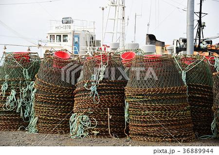 北海道江差町江差港に陸揚げされたカニ籠漁の籠の風景を撮影 36889944