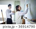 教室にいる男女 36914790
