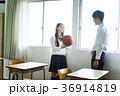教室にいる男女 36914819