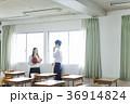教室にいる男女 36914824