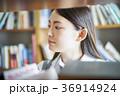 図書館にいる学生 36914924