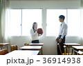 教室にいる男女 36914938