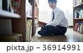 図書館にいる学生 36914991
