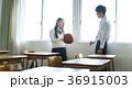 教室にいる男女 36915003
