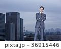 屋上に立つビジネスマン 36915446