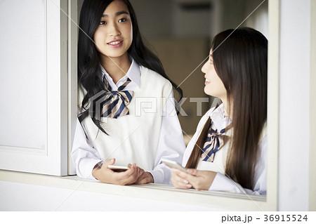 教室にいる学生 36915524