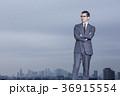 屋上に立つビジネスマン 36915554