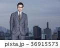 屋上に立つビジネスマン 36915573