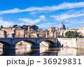 ローマ テヴェレ川とサン・ピエトロ大聖堂のクーポラ 36929831