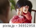 将棋をする子供とシニア 36932958