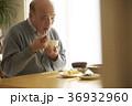 男性 シニア 食事の写真 36932960