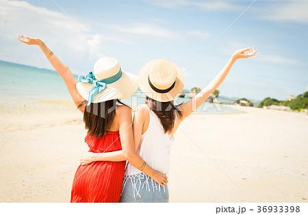 沖縄を旅する女性 36933398