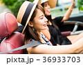 沖縄を旅する女性 36933703