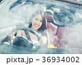 沖縄を旅する女性 36934002