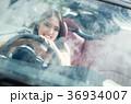 沖縄を旅する女性 36934007