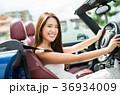 沖縄を旅する女性 36934009