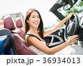 沖縄を旅する女性 36934013