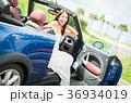 沖縄を旅する女性 36934019