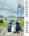 沖縄を旅する女性 36934030