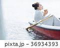 一人旅をする女性 36934393