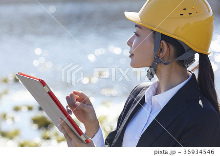インフラ開拓 ビジネスウーマン 36934546
