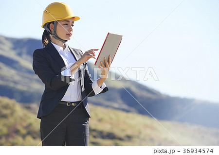 インフラ開拓 ビジネスウーマン 36934574