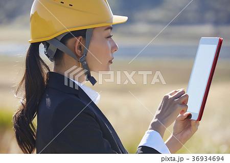 インフラ開拓 ビジネスウーマン 36934694