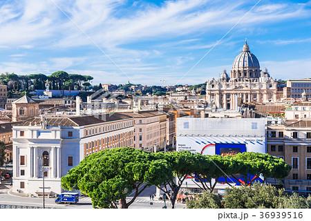 ローマ サン・ピエトロ大聖堂とコンチリアツィオーネ通り 36939516