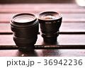 標準ズームレンズと広角単焦点レンズ 36942236
