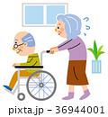 車椅子 老老介護 シニアのイラスト 36944001