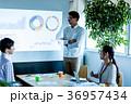 オフィス ビジネス 打合せ プロジェクター スクリーン 36957434