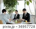 打合せ ビジネス 作業員の写真 36957728