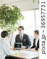 打合せ ビジネス 作業員の写真 36957731