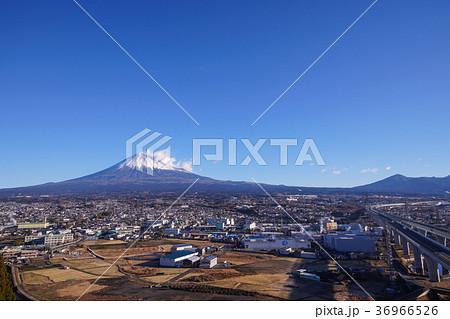 富士山と新東名高速道路、静岡県 36966526