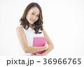 女性 タブレットpc 若いの写真 36966765