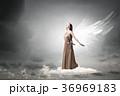 天使 女 女の人の写真 36969183