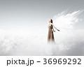 天使 女 女の人の写真 36969292
