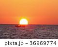 だるま夕日と漁船 駿河湾 36969774